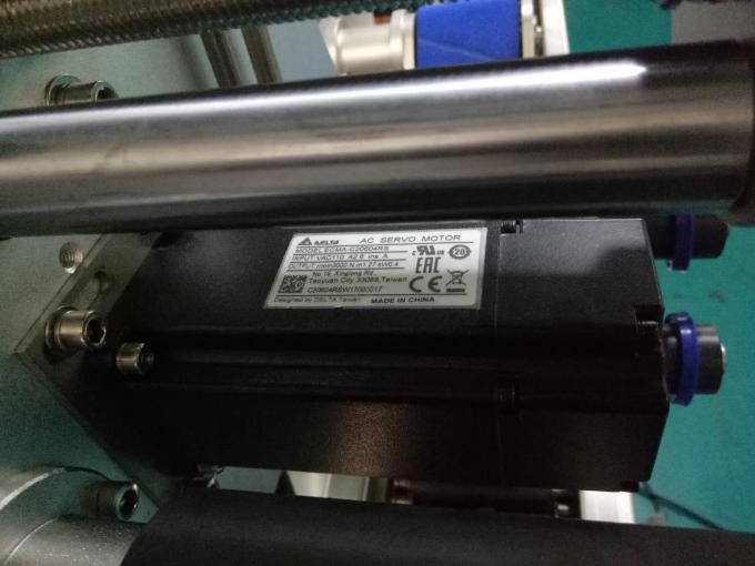 SUS304 Mașină de etichetare a autocolantului pentru sticle pătrate cu două laturi, cu produse de îngrijire personală