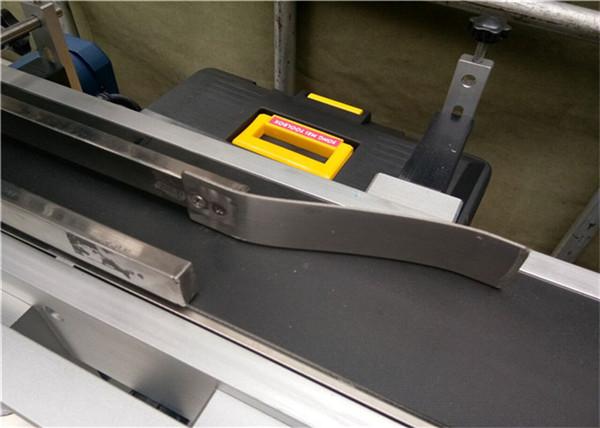 Mașină completă de etichetare automată completă Pentru etichetarea sacilor de plicuri goale din plastic