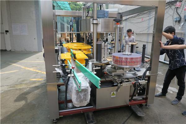 Suc de sticlă de bere Mașină de etichetare cu autocolant rotativ unic AC380V 50Hz 5.5KW