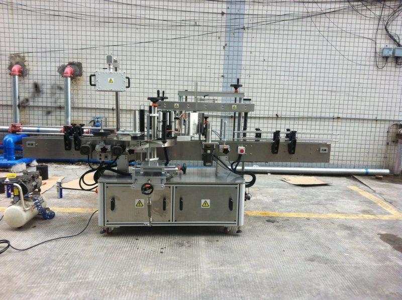 China Etichete adezive Mașină de etichetare a sticlelor din plastic pentru furnizorul de echipamente de etichetare a sticlelor de apă