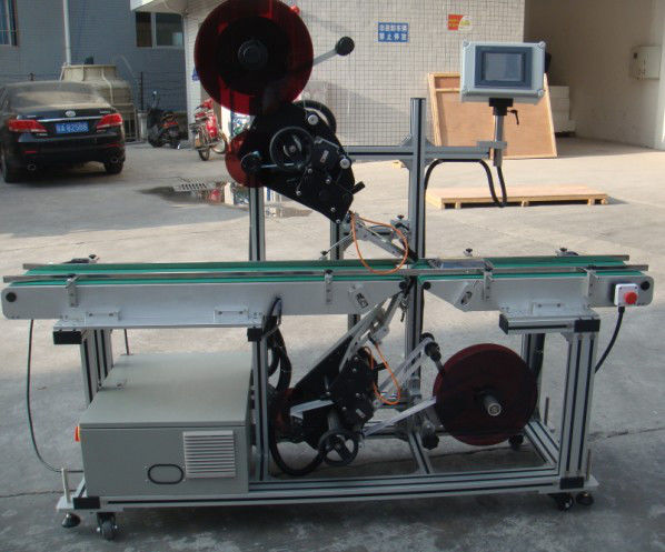 Mașină de etichetare superioară de înaltă eficiență cu transportor cu bandă despicat